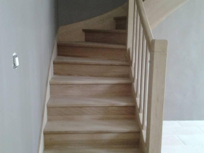 Escalier Sur Mesuer A Un Quart Tournant Avec Barreaudage Bois